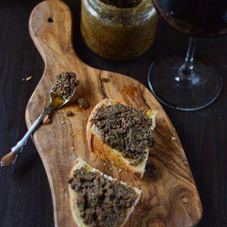 Crostini neri al vin santo, per i giorni di festa e non solo
